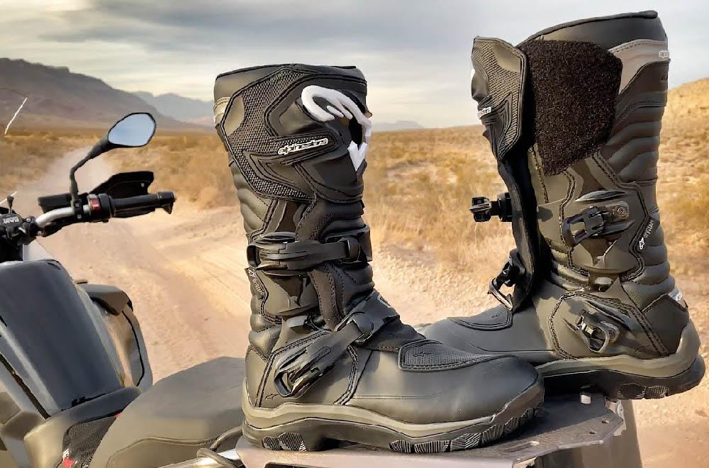 Сапоги туристические ALPINESTARS COROZAL ADVENTURE DRYSTAR для мотоциклистов, вид на байке купить по низкой цене