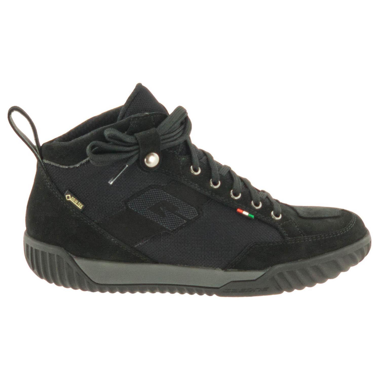 GAERNE G.RAZOR черного цвета мотоциклетные ботинки из замши, вид с наружной стороны купить по низкой цене