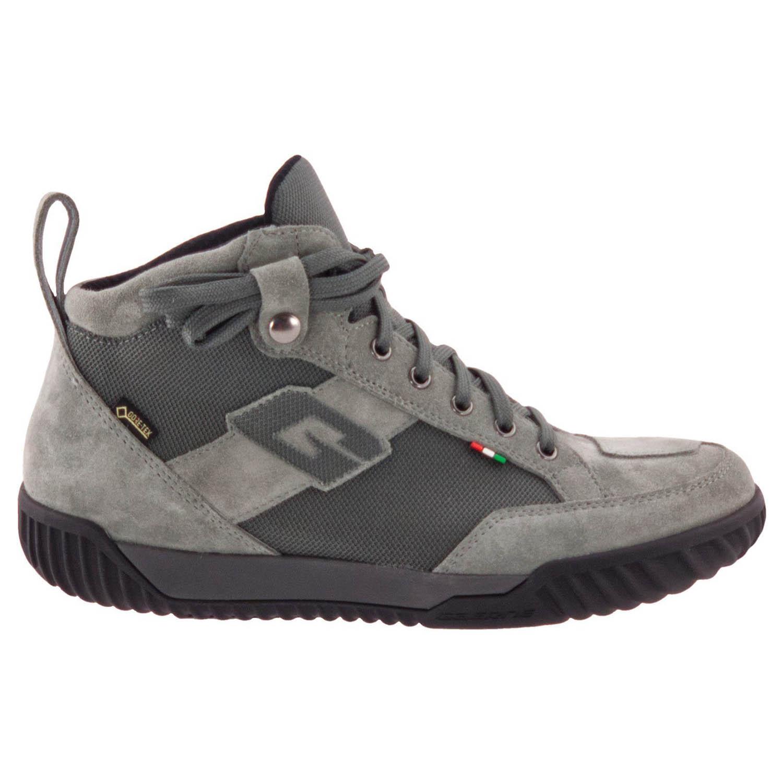 GAERNE G.RAZOR серого цвета мотоциклетные ботинки из замши, вид с наружной стороны купить по низкой цене