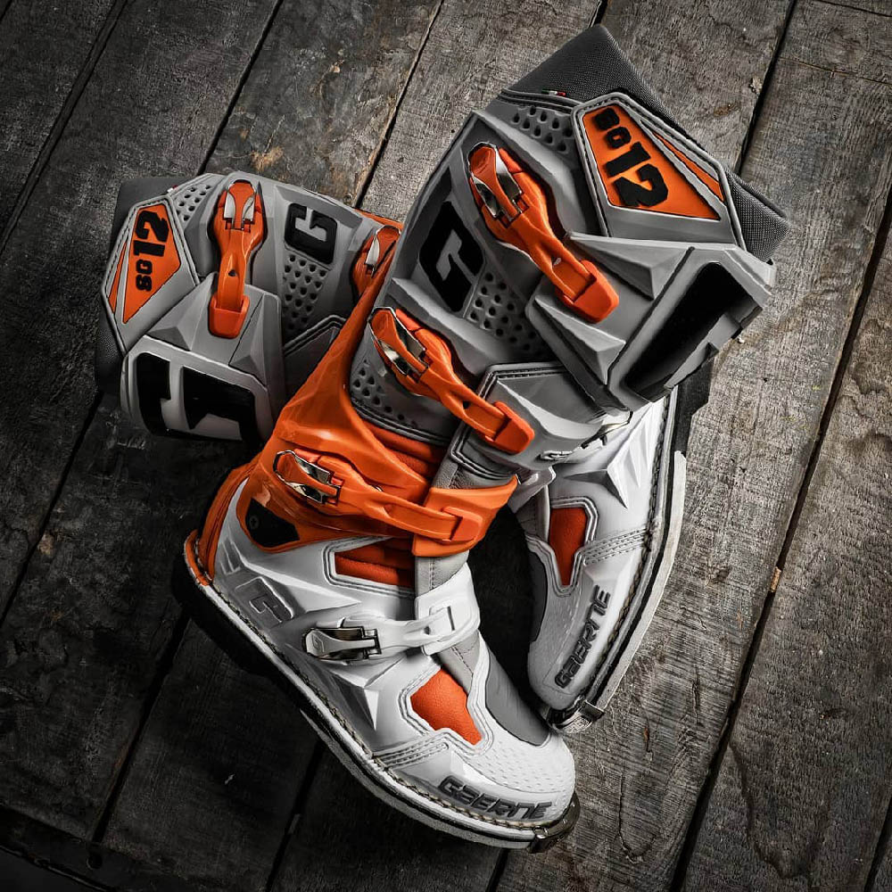 GAERNE SG-12 спортивные сапоги для мотокросса, вид на полу купить по низкой цене