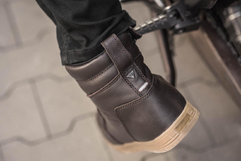 Мотоциклетные ботинки SHIMA BLAKE BOOTS из кожи вид сзади купить по низкой цене