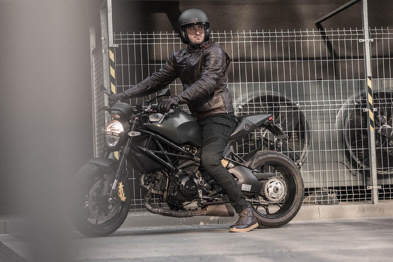 Мотоциклетные ботинки SHIMA BLAKE BOOTS из кожи вид на байке купить по низкой цене