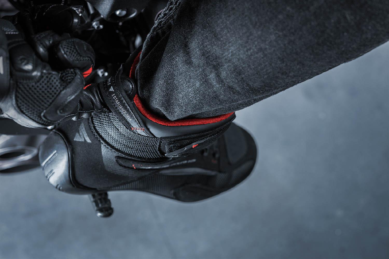 Мотоциклетные ботинки SHIMA EXO VENTED из кожи и текстиля вид сзади купить по низкой цене