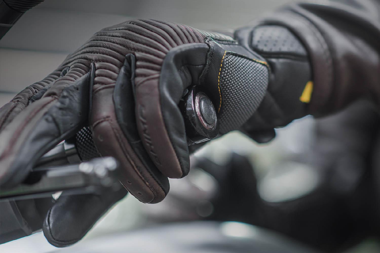 SHIMA BLAKE мотоциклетные перчатки из кожи, вид на ручке сцепления купить по низкой цене