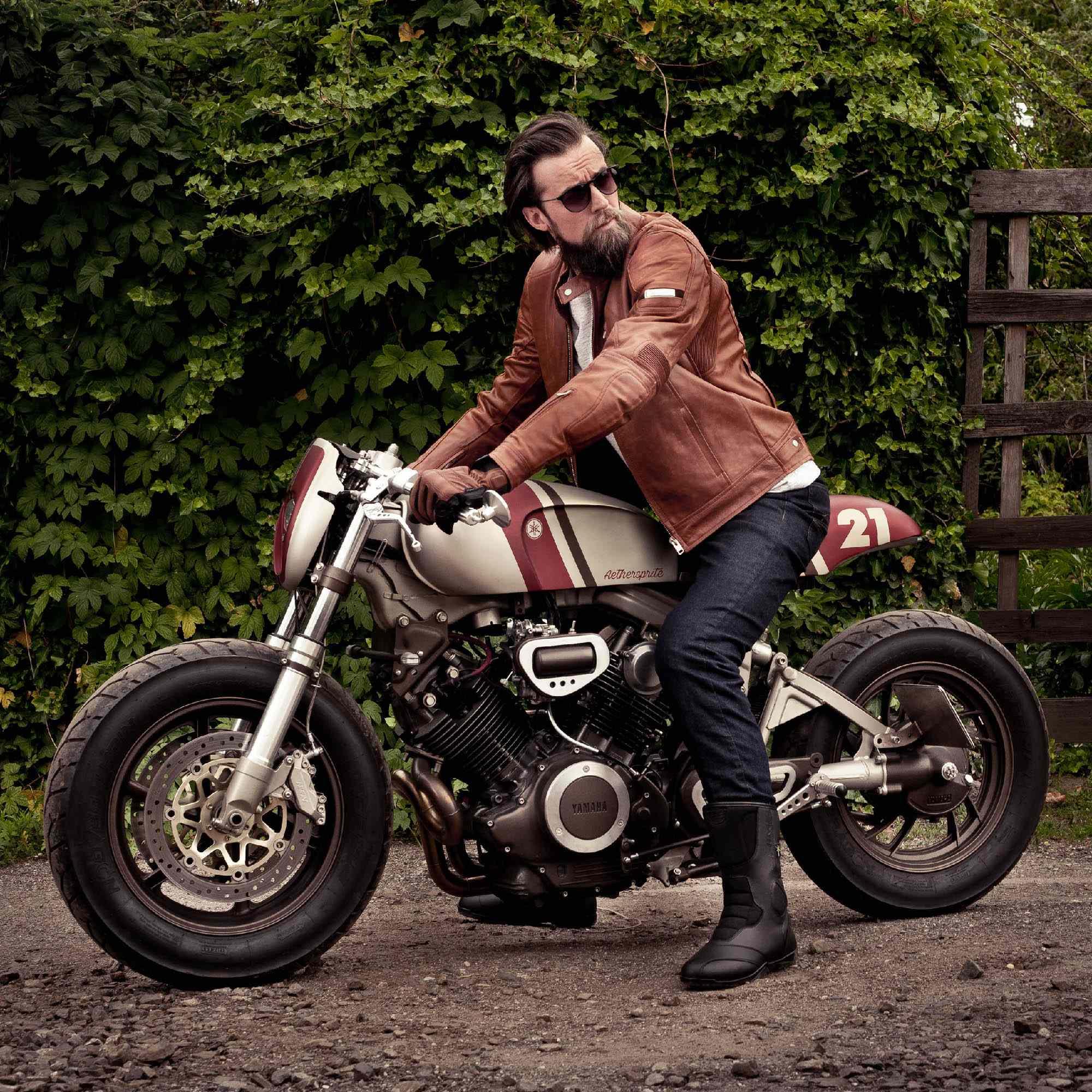 SHIMA REVOLVER мотоциклетные перчатки из кожи, вид на байке купить по низкой цене