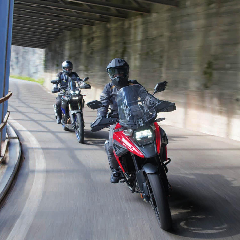 Шлем мотард ENDURO HELMET IXS 208 1.0 для мотоциклистов, вид на трассе купить по низкой цене