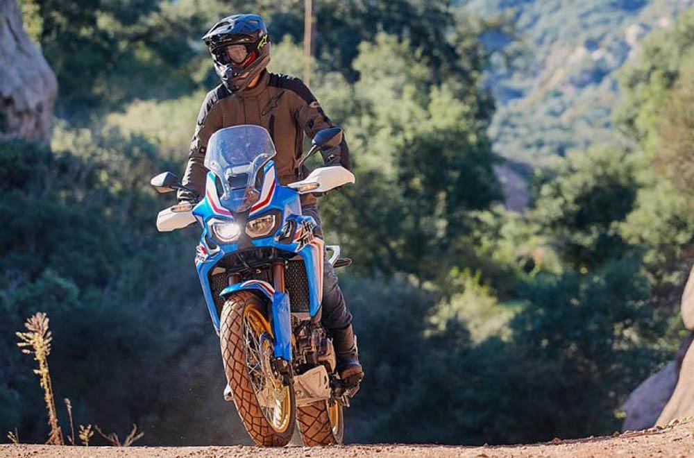 Куртка туристическая ALPINESTARS GRAVITY DRYSTAR текстильная для мотоциклистов, вид в лесу купить по низкой цене
