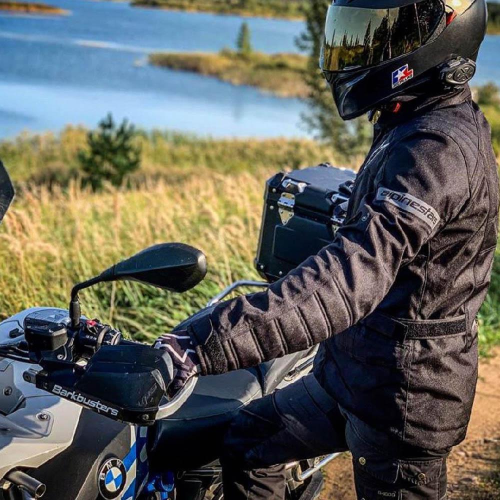 Куртка туристическая ALPINESTARS GRAVITY DRYSTAR текстильная для мотоциклистов, вид у речки купить по низкой цене