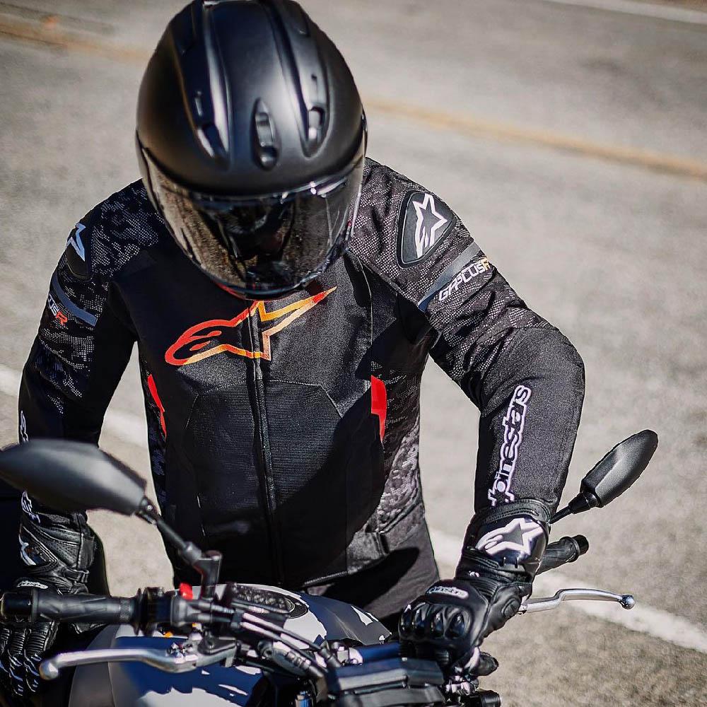 Куртка спортивная ALPINESTARS T-GP PLUS R V3 AIR текстильная для мотоциклистов, вид на дороге купить по низкой цене