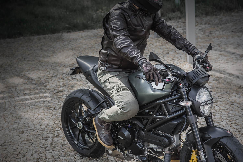 Куртка кожаная SHIMA BLAKE вид на мотоцикле купить по низкой цене