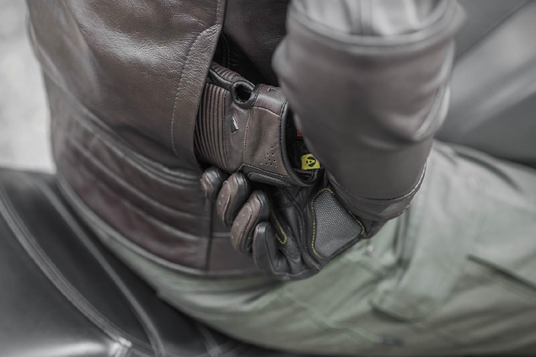 Куртка кожаная SHIMA BLAKE вид карман сзади для мотоциклистов купить по низкой цене