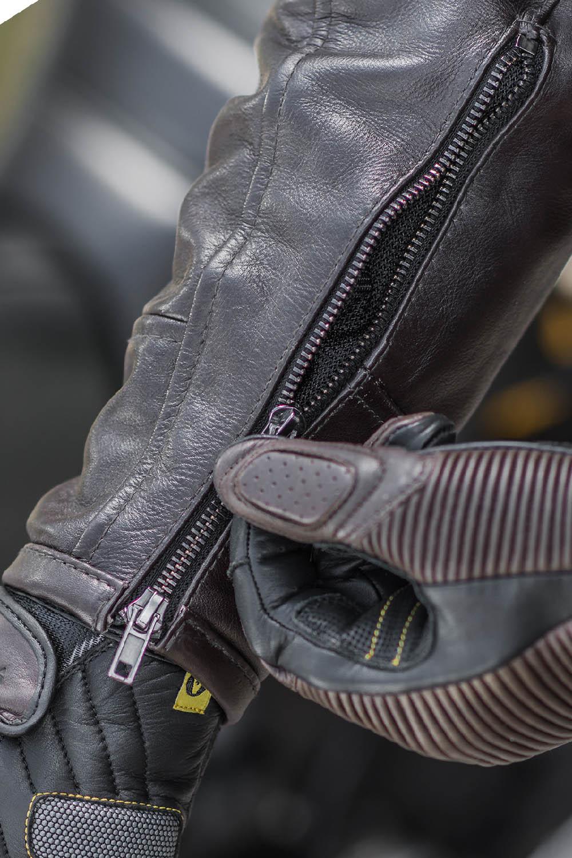 Куртка кожаная SHIMA BLAKE вид молния на рукаве для мотоциклистов купить по низкой цене