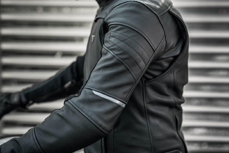 Кожаная куртка SHIMA SHADOW TFL классическая для мотоциклистов вид плечо купить по низкой цене