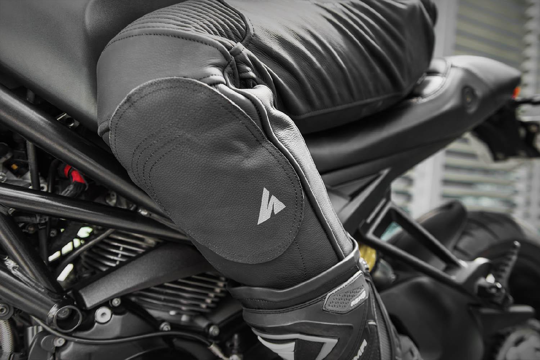 Мотоциклетные штаны SHIMA CHASE TROUSERS из кожи вид слайдер купить по низкой цене