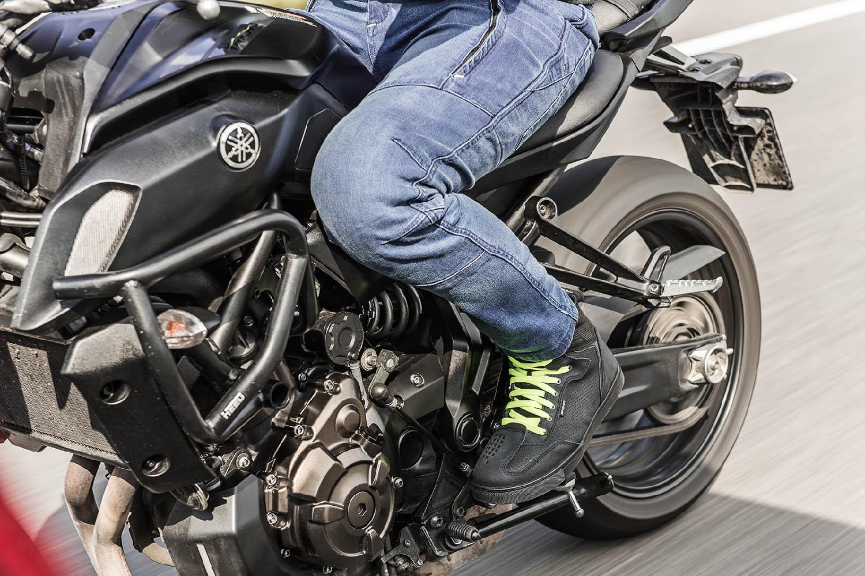 Джинсы мотоциклетные SHIMA GHOST REINFORCED в движение купить по низкой цене