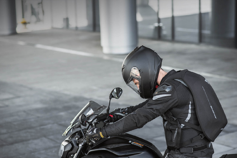 Рюкзак мотоциклетный AYRO BACKPACK вид сбоку купить по низкой цене