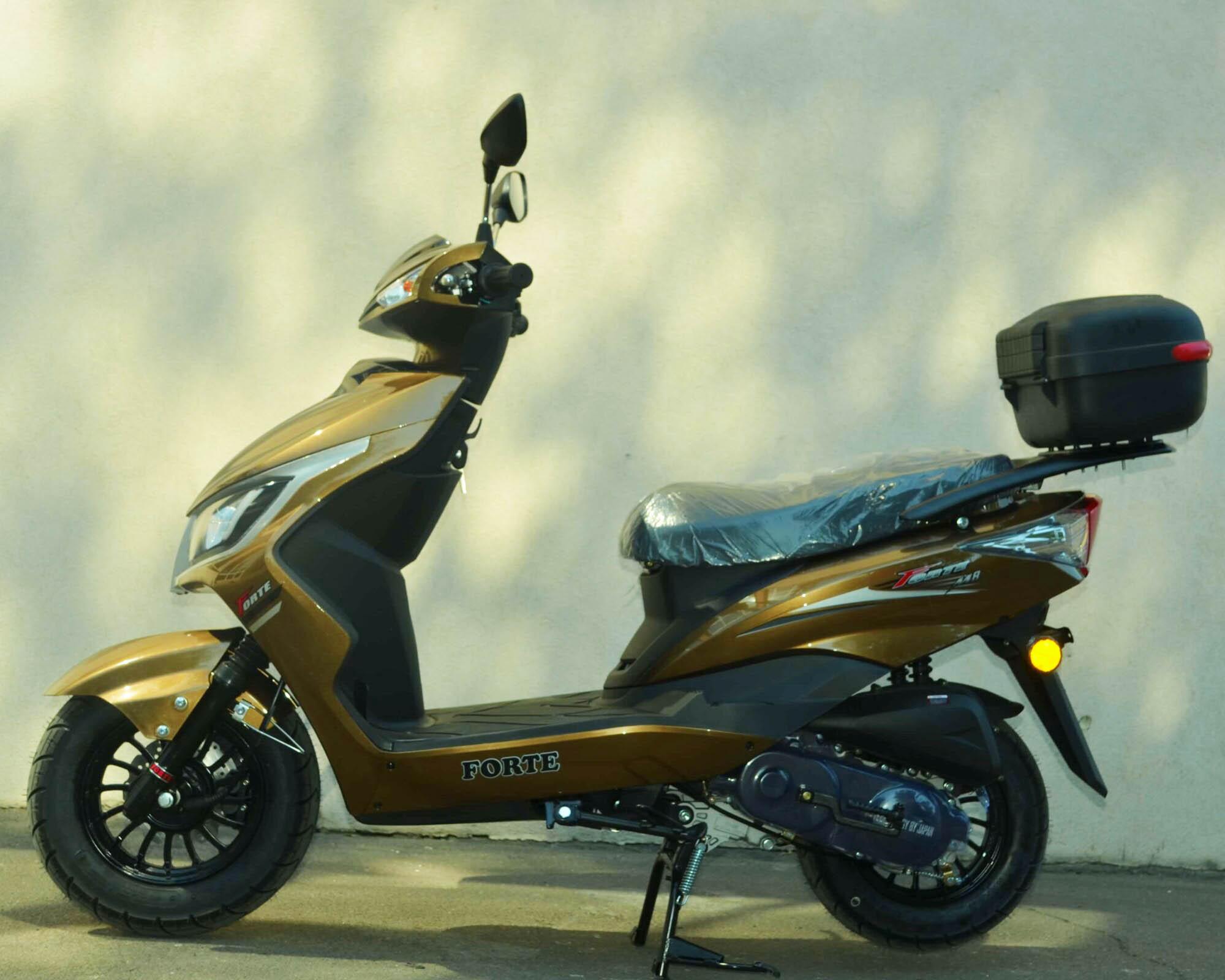 Скутер Forte M8 цвет золотистый металлик вид слева купить по низкой цене