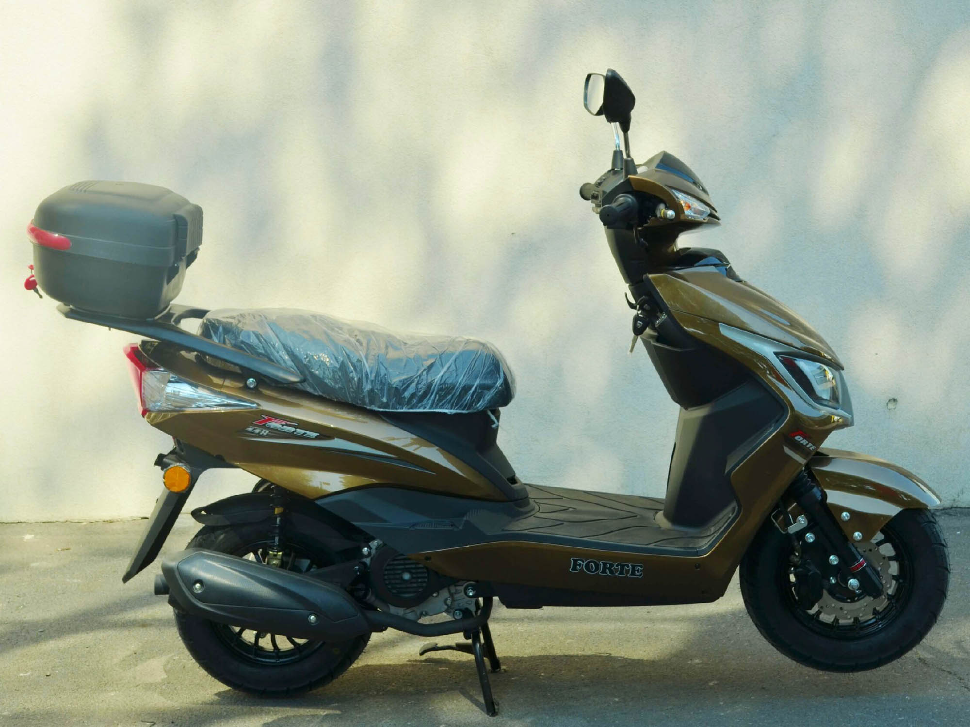 Скутер Forte M8 цвет золотистый металлик вид справа купить по низкой цене