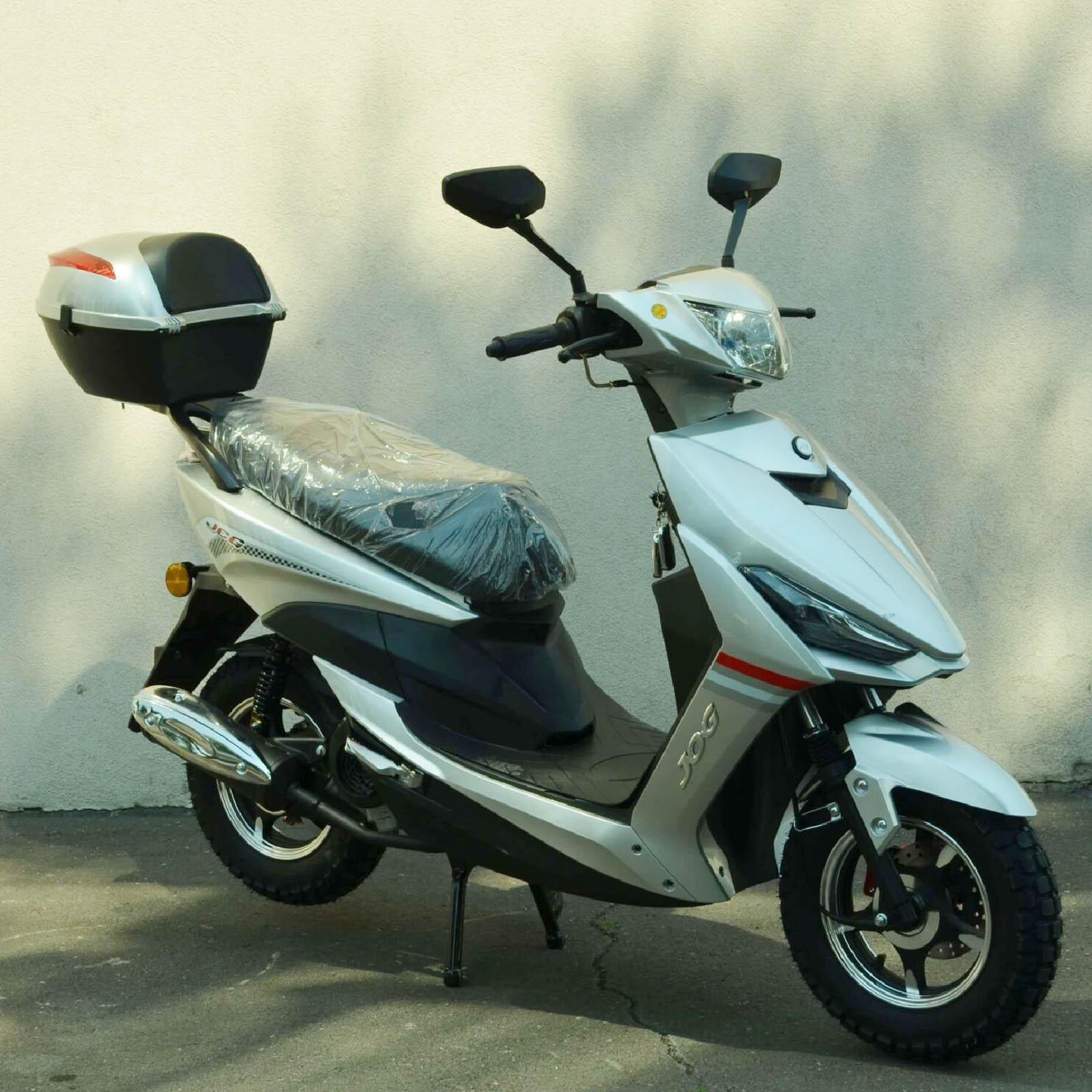 Скутер Jog 49.9 цвет серебристый металлик вид справа спереди купить по низкой цене
