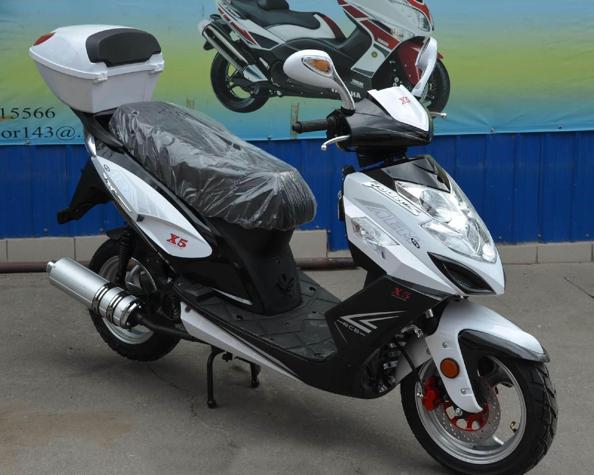 Скутер VS50QT-3 X5 цвет белый вид справа спереди купить по низкой цене