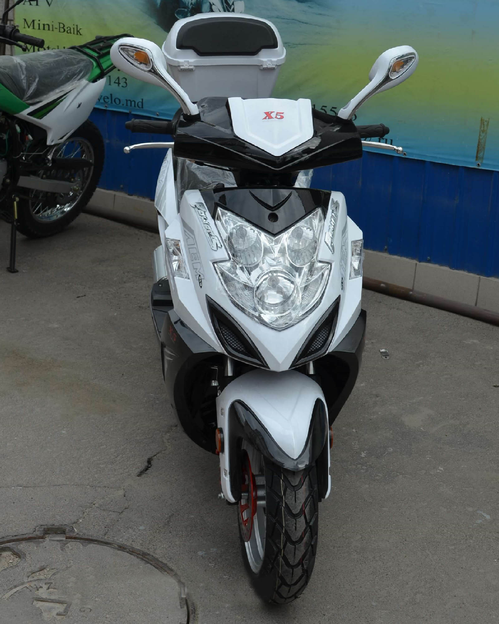 Скутер VS50QT-3 X5 цвет белый вид спереди купить по низкой цене