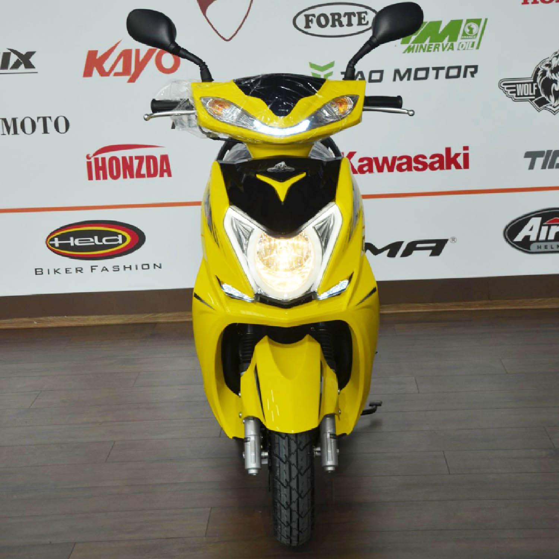 Scuter WOLF MOTOR CHASER жёлтого цвета вид спереди купить по низкой цене