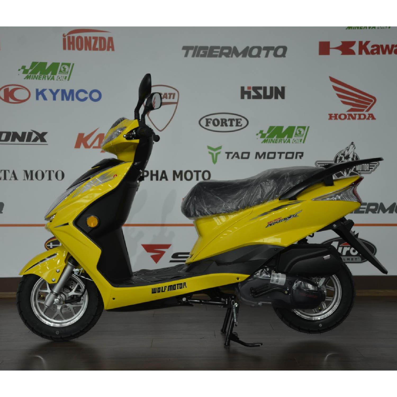 Скутер WOLF MOTOR CHASER жёлтого цвета вид слева купить по низкой цене