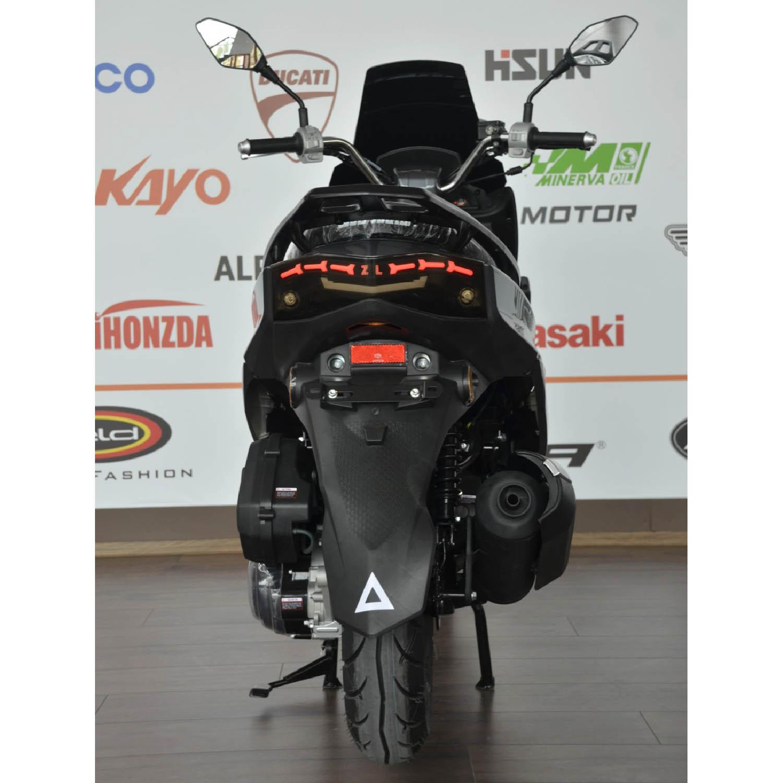 Scuter WOLF MOTOR SABRE серого цвета вид сзади купить по низкой цене